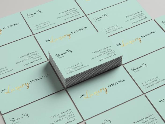 Gestaltung und Druck von Visitenkarten mit Golddruck für The Luxury Experience